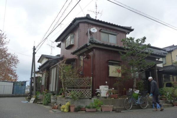 新潟市中央区U様邸外壁シリコン塗装・破風板シリコン塗装・軒天上塗装・外壁一部張替工事・雨樋交換工事